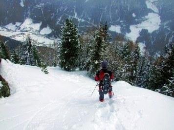 Abstieg im Schneetreiben